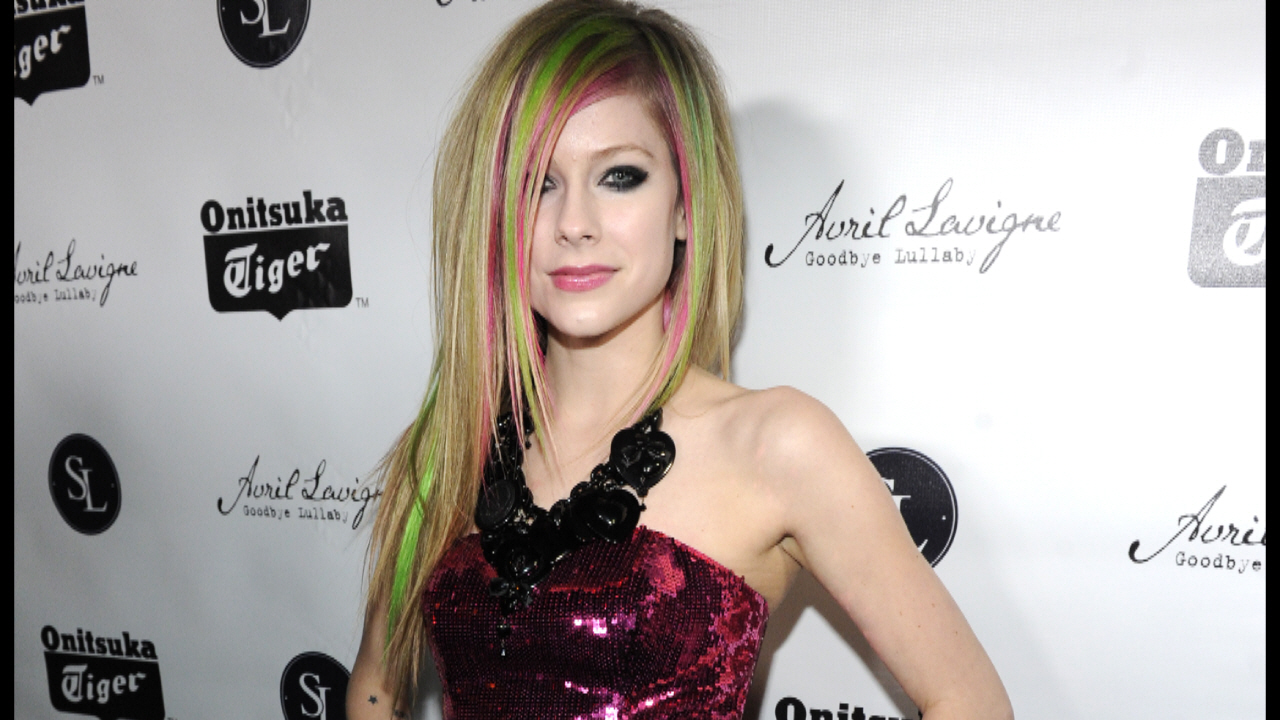 "AVRIL LAVIGNE - The Launch of Avril Lavigne's Album ""GOODBYE LULLABY"""