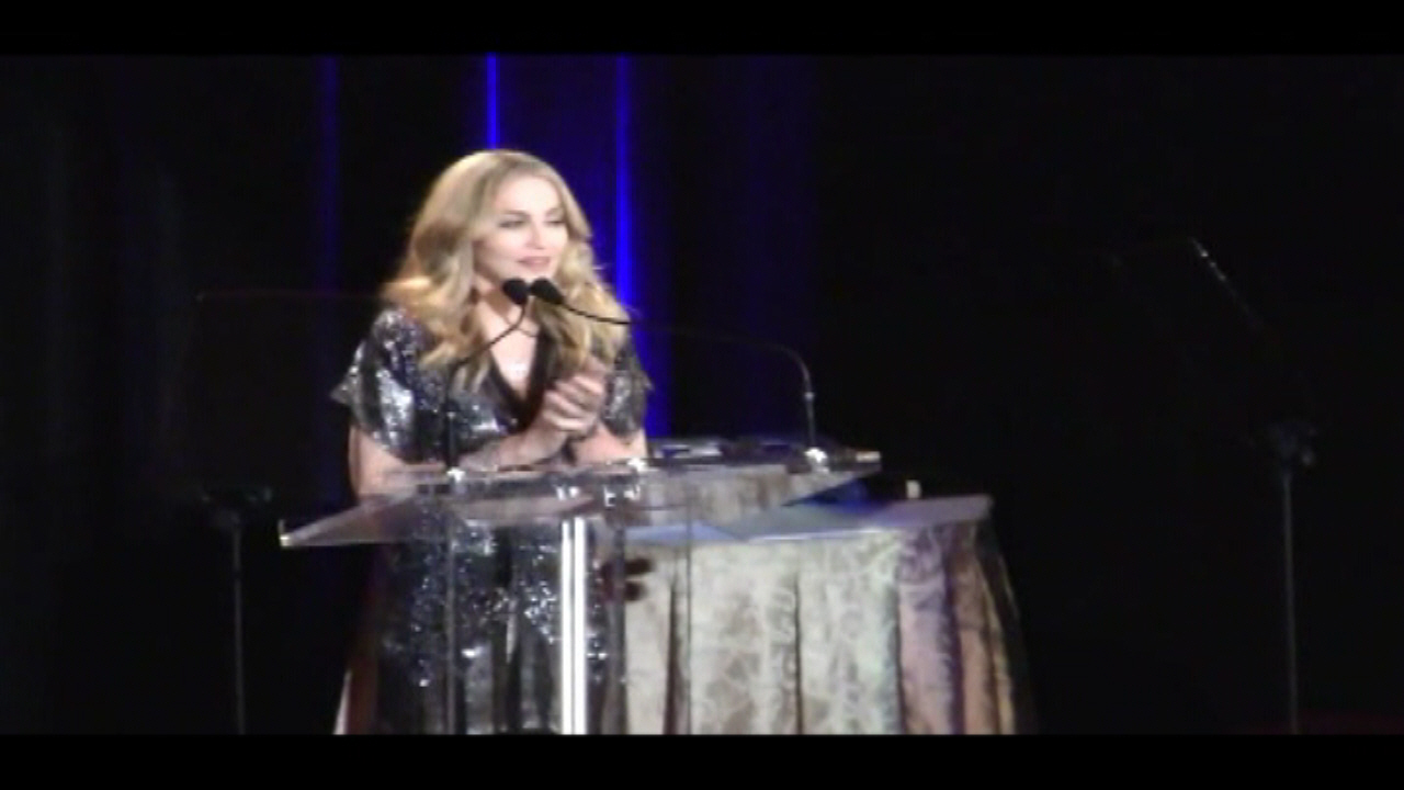 Madonna - 5th Annual Fashion Delivers Gala