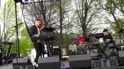 Kevin Garrett  Sings  Stranglehold and  Coloring at GRAMMY Park