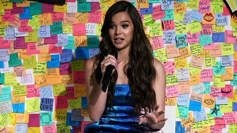 Q & A Hailee Steinfeld and Remi Kent of  Post-it