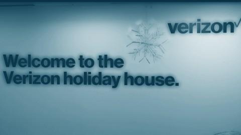 Verizon Holiday House 2017
