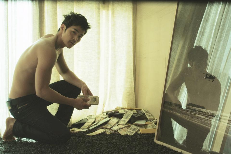 Sang-soo's latest thriller - THE TASTE OF MONEY.